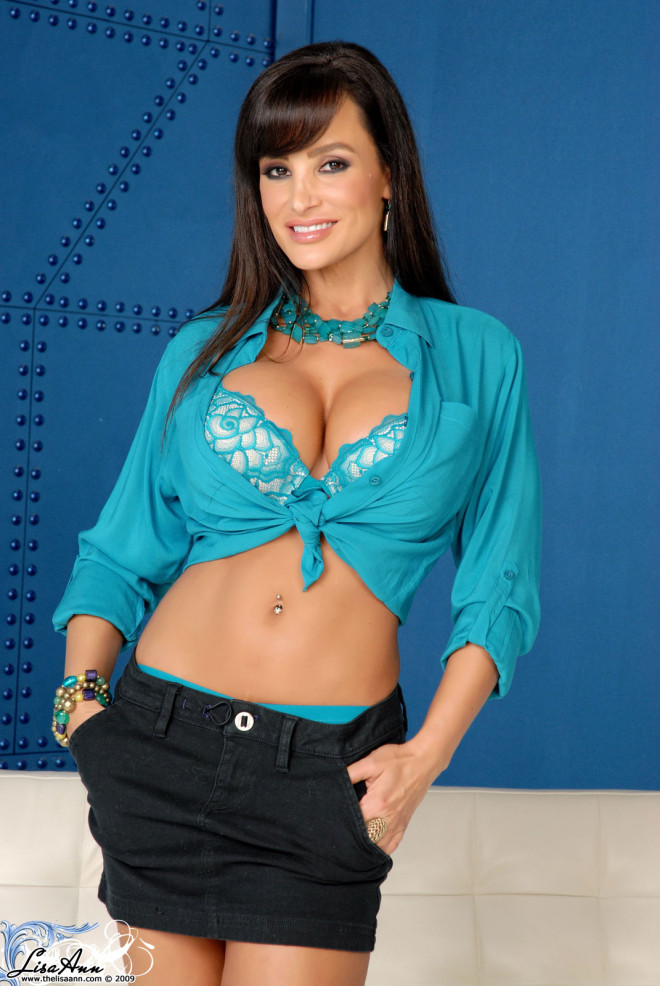 Beautiful-Lisa-Ann-smiling